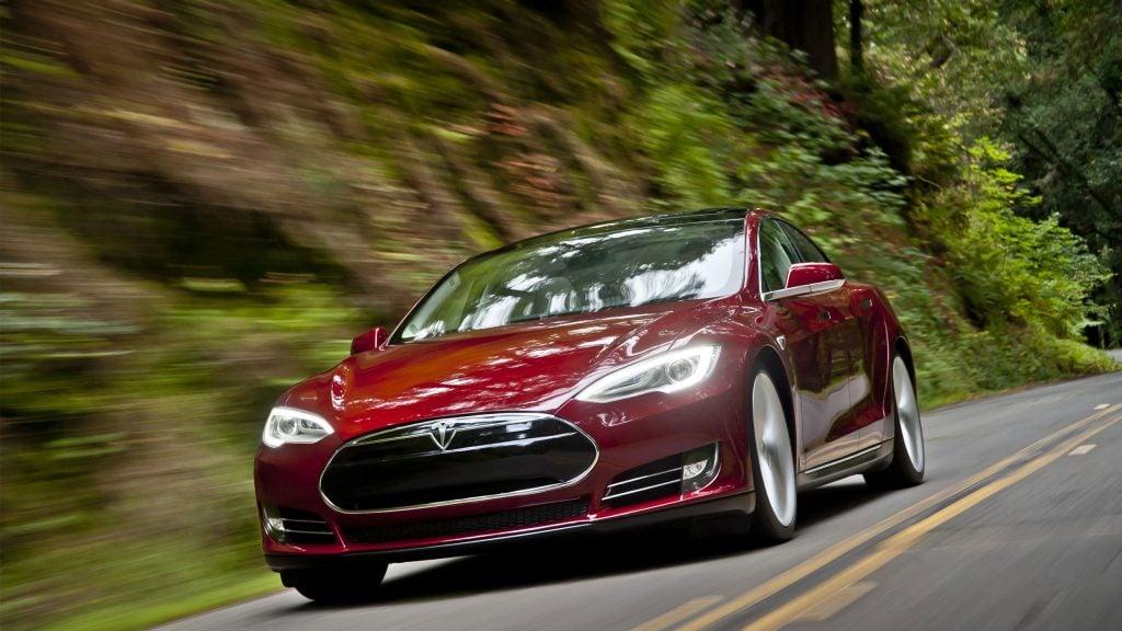 tesla_model_s_2013-hd Almanya Ulaştırma Bakanlığı Tesla Otomobil Sahiplerini Uyardı!