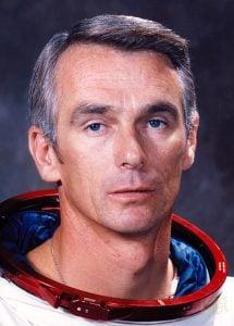 ay'a son adım atan astronot Öldü Ay'a Son Adım Atan Astronot Öldü cernan eugene 215x300