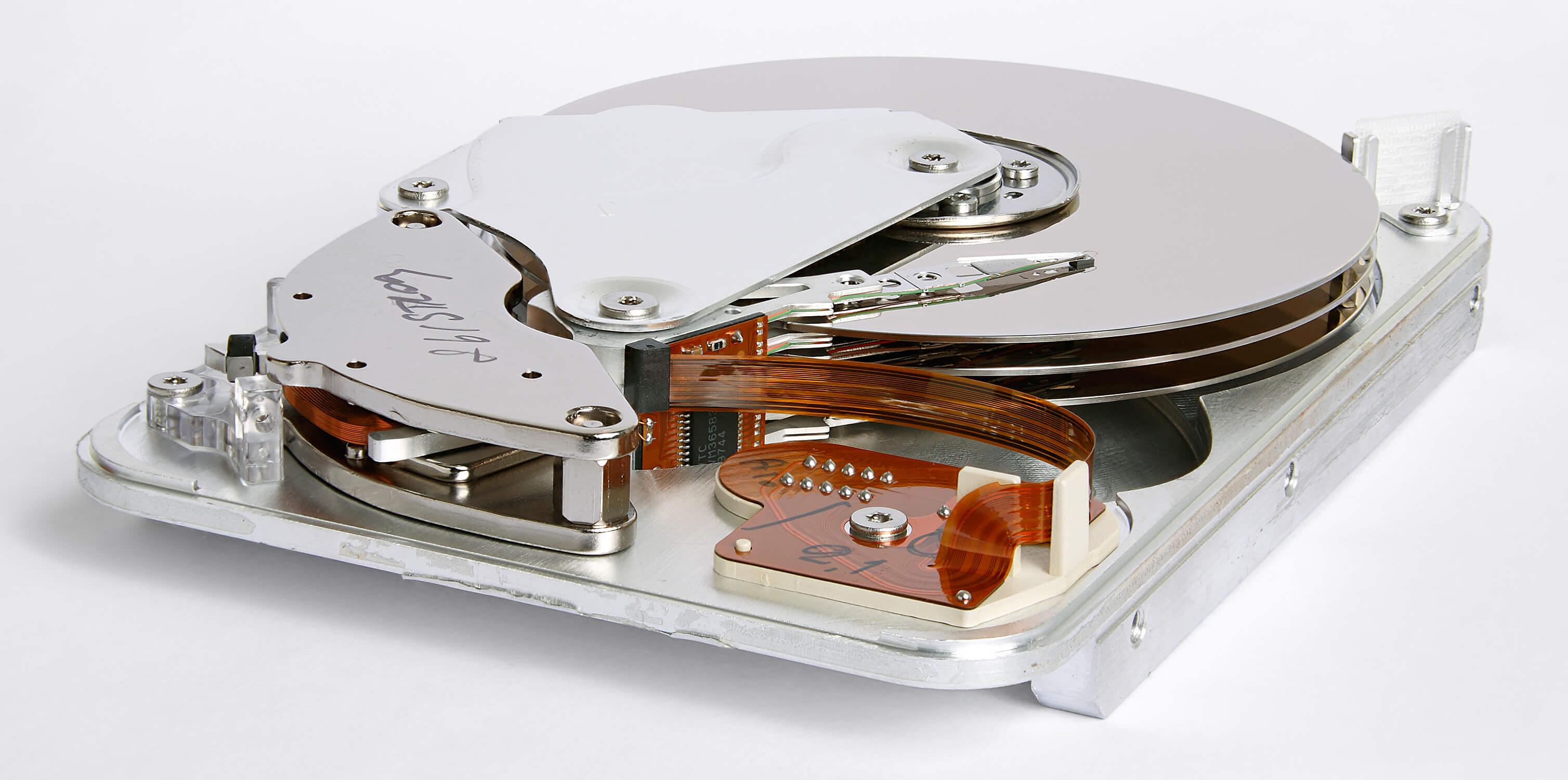 [object object] Windows bu diske yüklenemez hatası Seagate ST33232A hard disk inner view