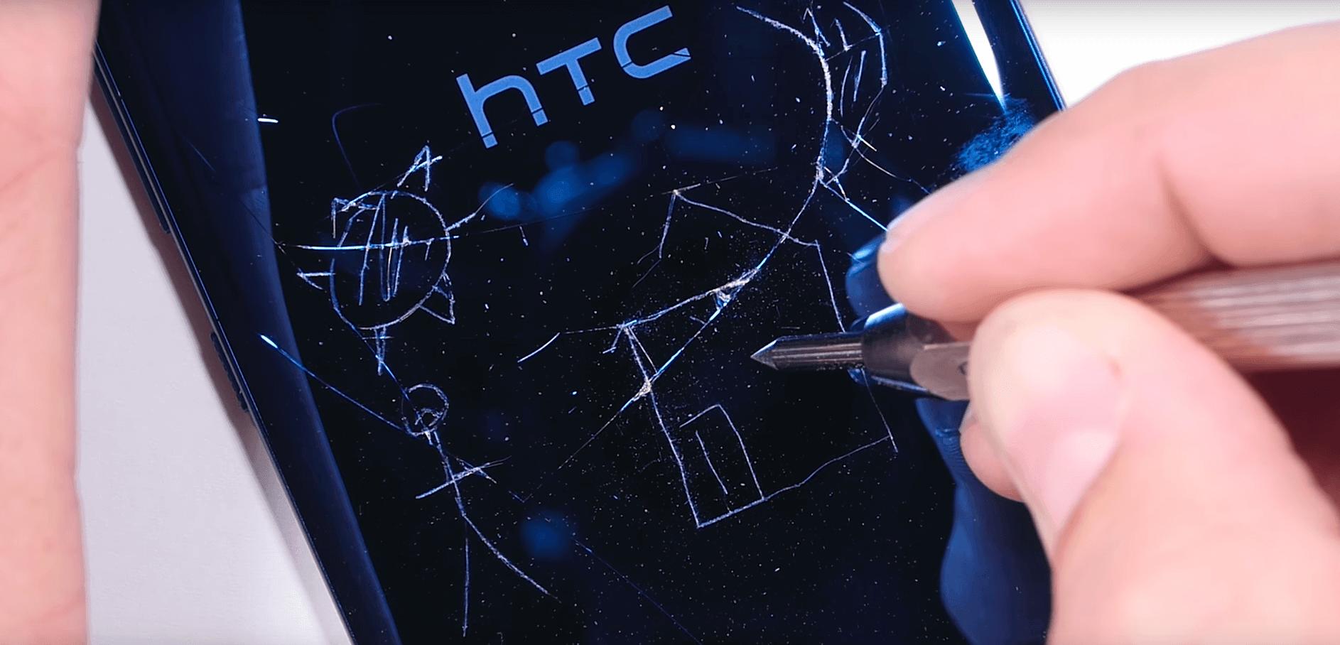 HTC U Dayanıklılık Testinde Sınıfta Kaldı HTC U Dayanıklılık Testinde Sınıfta Kaldı kapak