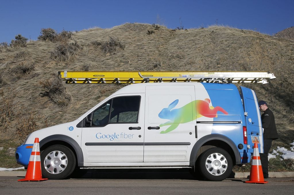 A Google Fiber technician gets supplies out of his truck to install Google Fiber in a residential home in Provo, Utah, January 2, 2014. Provo is one of three cities Google is currently building and installing gigabit internet and television service for business and residential use. REUTERS/George Frey (UNITED STATES - Tags: BUSINESS TELECOMS) - RTX1718W google fiber kapanıyor mu? Google Fiber Kapanıyor Mu? 36820888 00 d 3500x2328 f 1 c 2527x1963 1024x681