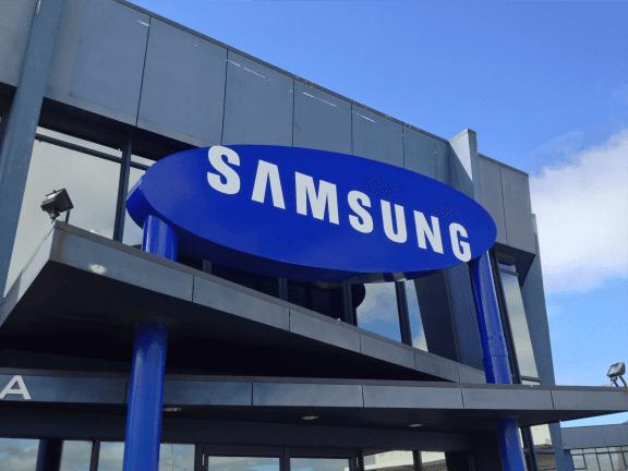 Samsung Electronics Bölünüyor Mu? Samsung Electronics Bölünüyor Mu? BUILDING large 3d fabricated samsung logo large