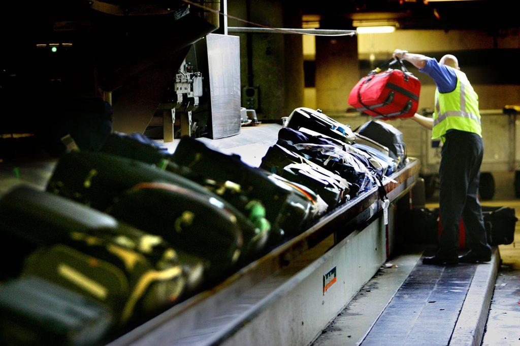 Lazer Sistemi İle Bomba Saldırıları Önlenecek! lazer sistemi İle bomba saldırıları Önlenecek! Lazer Sistemi İle Bomba Saldırıları Önlenecek! Baggage Luggage in schipol airport the trent 1024x683