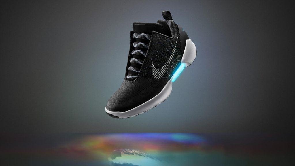 Nike Spor Ayakkabı İle Bağcık Bağlama Derdine Son! Nike Spor Ayakkabı İle Bağcık Bağlama Derdine Son! FY16 INNO SNOWCAP v2 HERO RT NoEarl V1 hd 1600