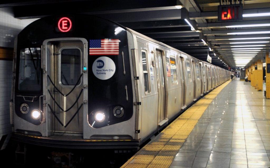new york metrosu teknolojiyle buluşuyor! New York Metrosu Teknolojiyle Buluşuyor! New York Subway Train Wallpaper