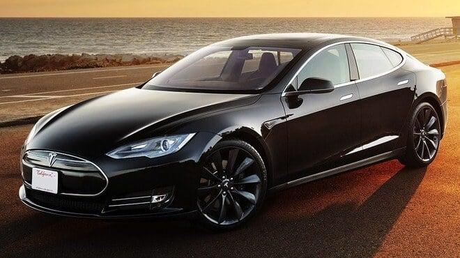 Almanya Ulaştırma Bakanlığı Tesla Otomobil Sahiplerini Uyardı! Almanya Ulaştırma Bakanlığı Tesla Otomobil Sahiplerini Uyardı! Tesla Model S front side quarter