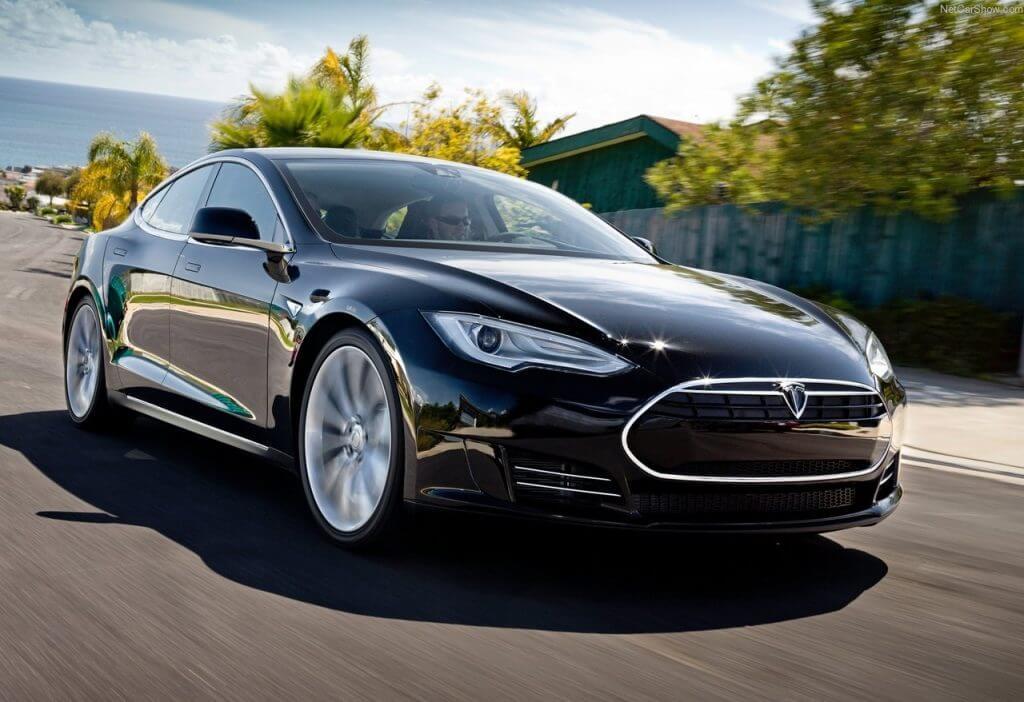 Tesla Otomobiline Otonom Sürüş Özelliğini Dahil Edebilmek Artık Mümkün! Tesla Otomobiline Otonom Sürüş Özelliğini Dahil Edebilmek Artık Mümkün! Tesla Model S 2013