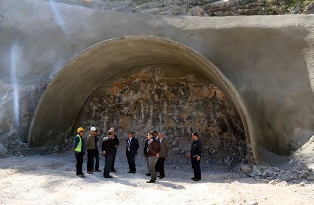 Hazine Söylentisi Şehri Karıştırdı Hazine Söylentisi Şehri Karıştırdı Hazine Söylentisi Şehri Karıştırdı ferhat ile sirinin sehrine ferhat tuneli 191778 627 409