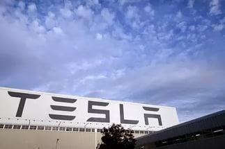 Tesla Binlerce Ev Ve Araba İçin Elektrik Üretecek! Tesla Binlerce Ev Ve Araba İçin Elektrik Üretecek! i 2 1