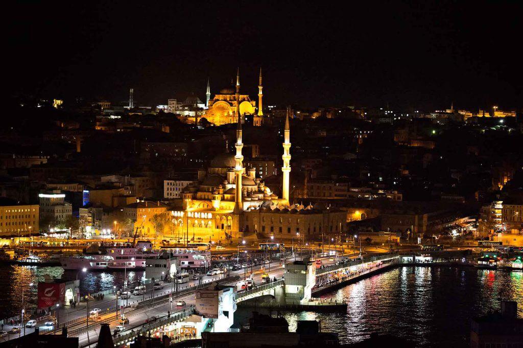 Bakan Berat Albayrak Açıkladı: Yeraltı Kabloları Kesilmiş! Bakan Berat Albayrak Açıkladı: Yeraltı Kabloları Kesilmiş! istanbul skyline at night new mosque galata bridge turkey