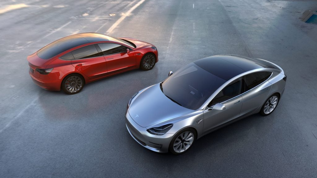 Tesla'nın Yeni Hedefi Güneş Enerjisi! Tesla'nın Yeni Hedefi Güneş Enerjisi! tesla model 3 2